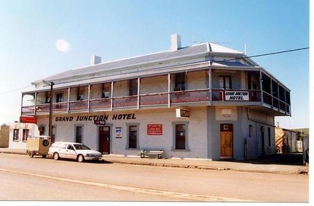 Grand Junction Hotel - Accommodation Cooktown