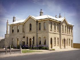 The Customs House - Accommodation Cooktown
