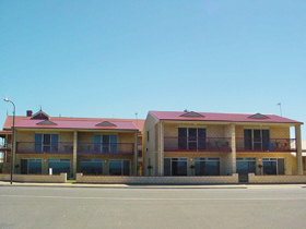 Tumby Bay Hotel Seafront Apartments - Accommodation Cooktown