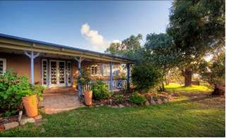 James Farmhouse and Rose Cottage - Accommodation Cooktown