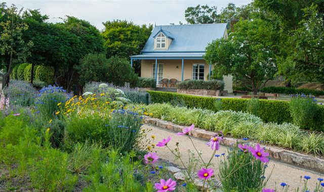 Vineyard Cottages and Cafe - Accommodation Cooktown