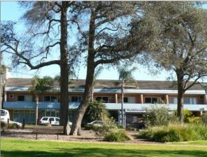 Huskisson Beach Motel - Accommodation Cooktown