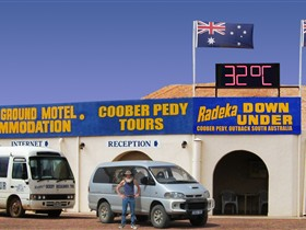 Radeka Downunder Underground Motel and Backpacker Inn - Accommodation Cooktown