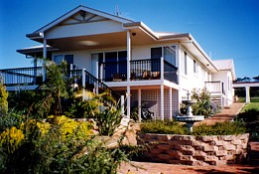 Lovering's Beach Houses - The Whitehouse Emu Bay - Accommodation Cooktown