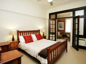 The Bank Guesthouse - Accommodation Cooktown