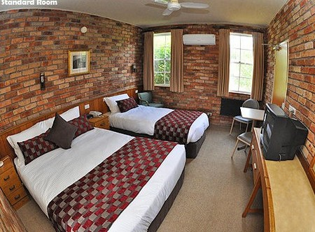 Log Cabin - Accommodation Cooktown