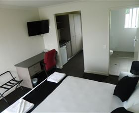 Dooleys Tavern and Motel Springsure - Accommodation Cooktown