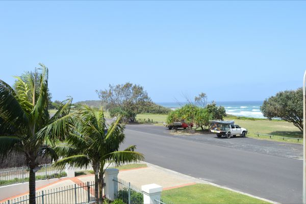 Breakers 1 / 5 At Yamba - Accommodation Cooktown
