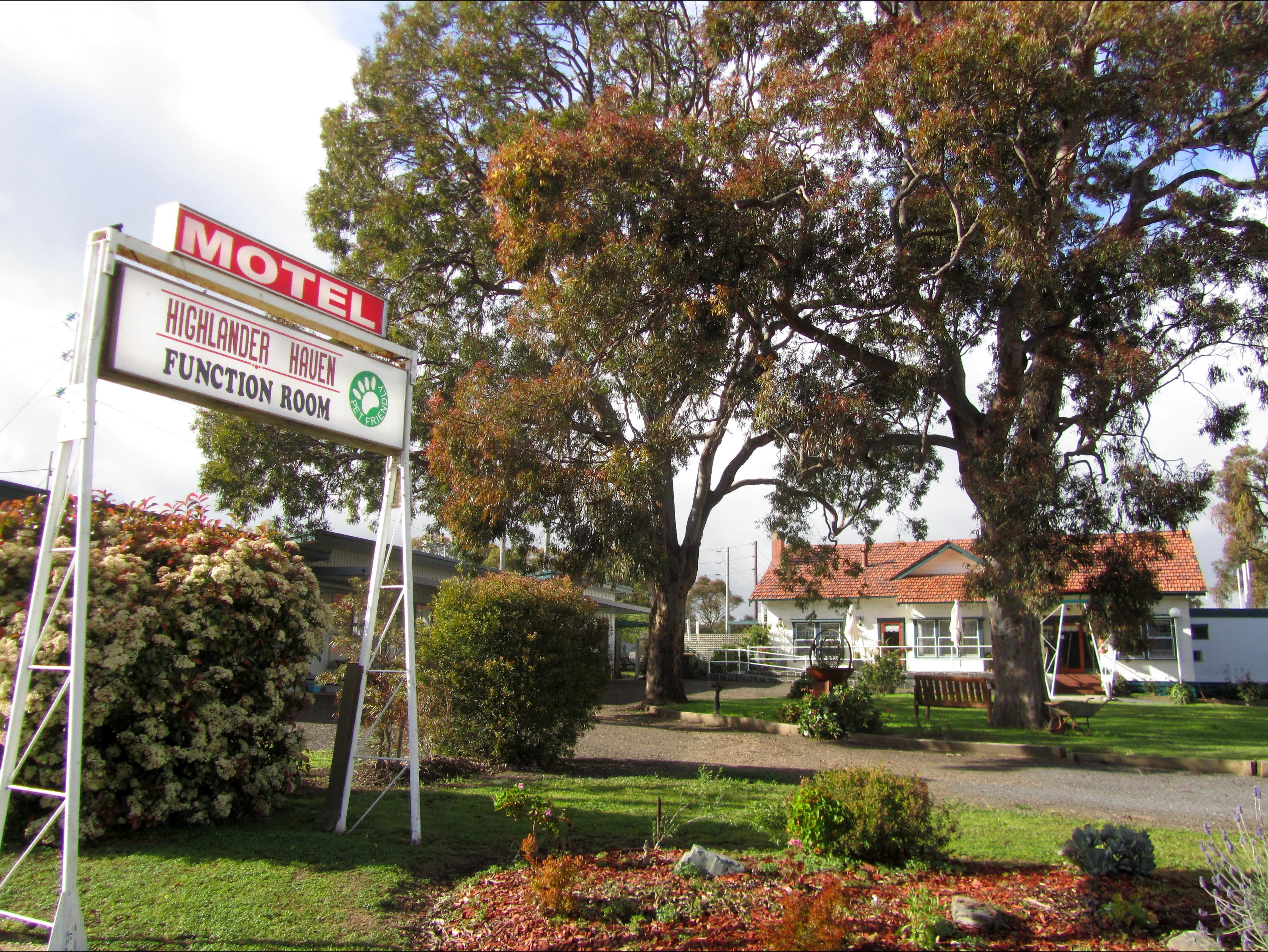 Highlander Haven Motel and Function Centre - Accommodation Cooktown