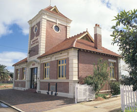 Merredin Town Hall - Accommodation Cooktown