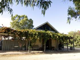 Lake Breeze Wines - Accommodation Cooktown