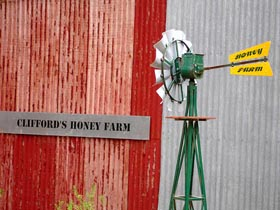 Clifford's Honey Farm - Accommodation Cooktown