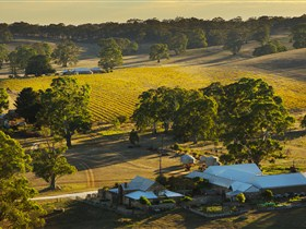 Hutton Vale and Farm Follies - Accommodation Cooktown