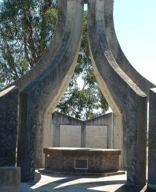 Inverell and District Bicentennial Memorial - Accommodation Cooktown
