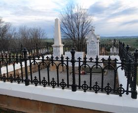 Hamilton Humes Grave - Accommodation Cooktown