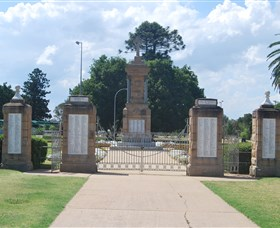 Warwick War Memorial and Gates - Accommodation Cooktown