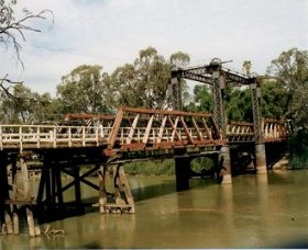 Swan Hill - Murray River Road Bridge - Accommodation Cooktown