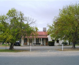Round Hill Hotel - Accommodation Cooktown
