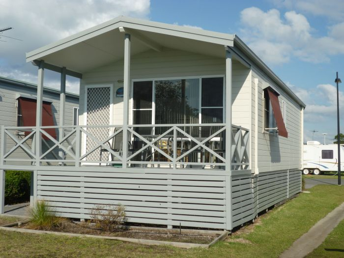 Belmont Pines Lakeside Holiday Park - Accommodation Cooktown