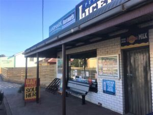 Peterborough Licensed Grocers - Accommodation Cooktown