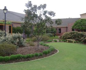 Camden Lakeside Country Club - Accommodation Cooktown