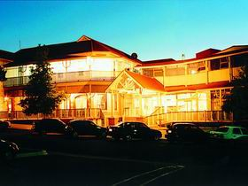 Loxton Community Hotel Motel - Accommodation Cooktown