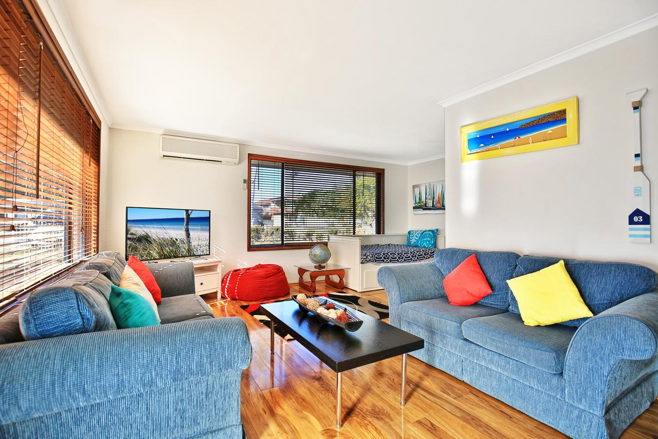 Sandy Toes Beach House Jervis Bay - 2min to Beach - Accommodation Cooktown