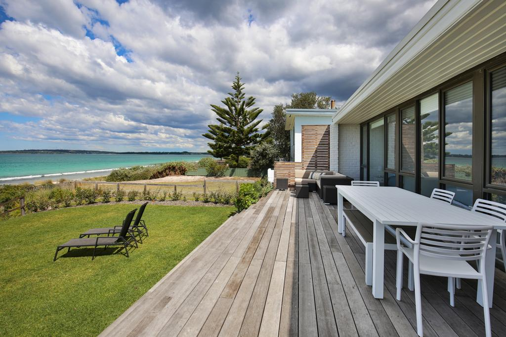 Azure Absolute Beachfront - Pet Friendly - Accommodation Cooktown